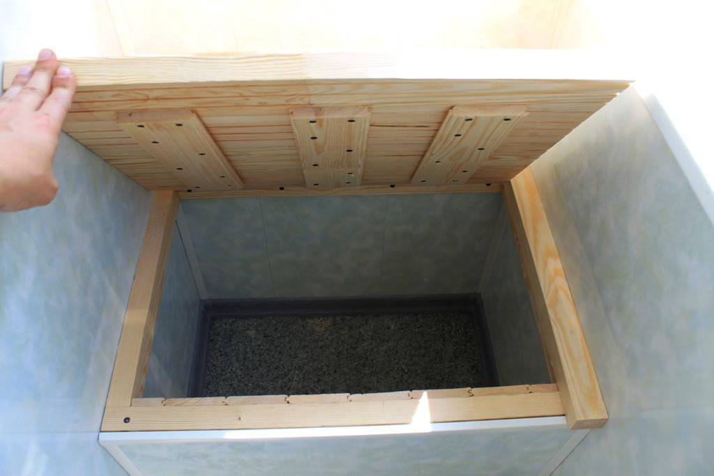 Внутренняя обшивка балкона в хрущевке пластиковой бесшовной вагонкой 5