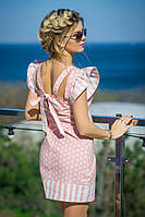 Платье-трапеция выполнено из принтованого льна. Имеет оригинальный вырез на спине, рукава в форме воланчиков.