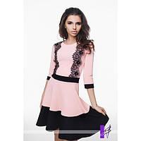 Платье с широким манжетом и отделкой из кружева