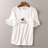 Футболка женская легкая стильная белая с разными принтами, красивая одежда