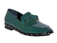 Женские лаковые туфли на низком ходу с шипами (зеленые)