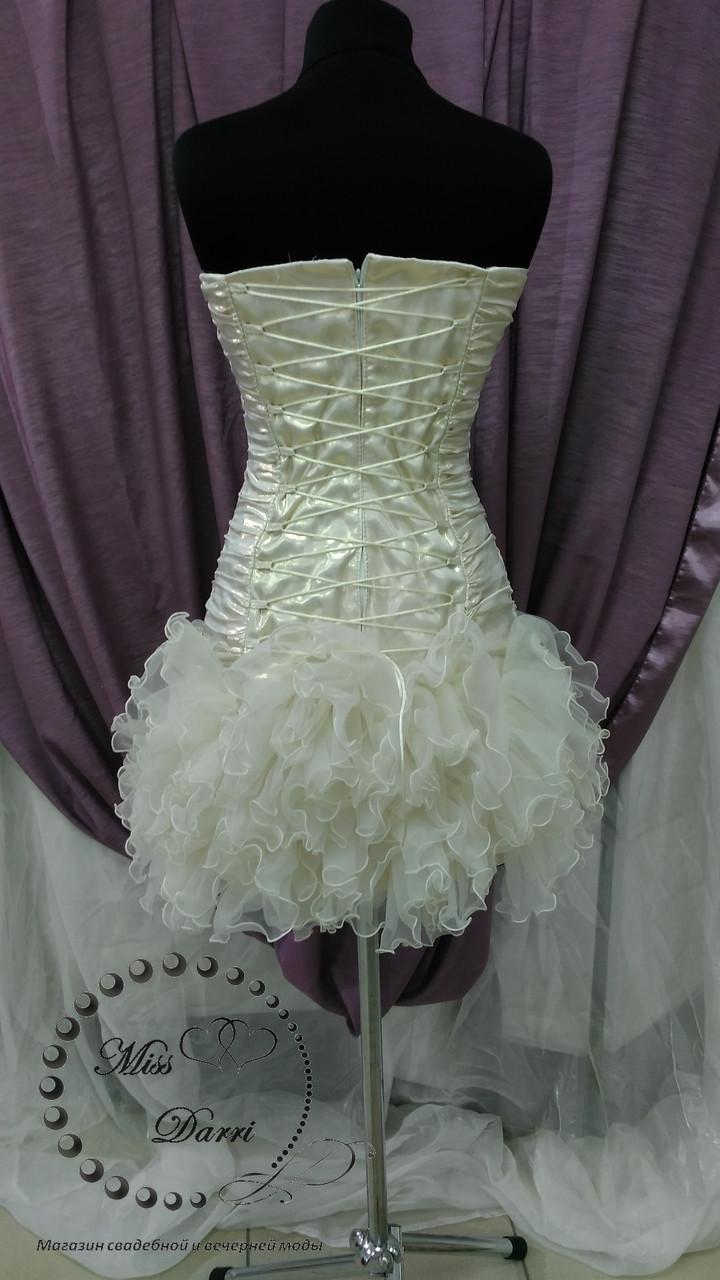 eb9dba7e23e Коктейльное вечернее платье короткое бежевое с рюшами