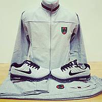 Мужской модный светло-серый спортивный костюм