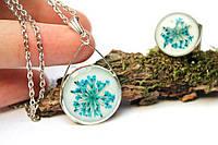 Комплект кулон и кольцо ручной работы.  Настоящие цветы высушены, тонированы и залиты ювелирной смолой