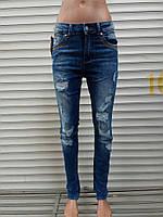 Высокие женские джинсы рвань