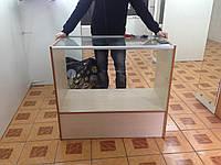 Торговый прилавок-витрина ДСП, внутри стеклянная полочка