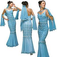 Платье нарядное голубое с белой отделкой из соединенных сеткой  плотных мотивов