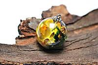 Кулон шарик. Внутри настоящие цветы-гелихризум и головка мака. В комплекте цепочка под цвет фурнит