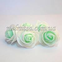 Роза из латекса, белая с мятной серединкой,   2,5-3 см