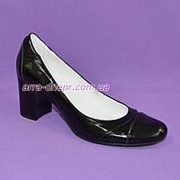 Женские черные лаковые классические туфли на устойчивом каблуке., фото 1