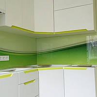 Кухонный фартук скинали из стекла до и после установки