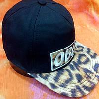 Кепка  хип-хоп OBEY черная с пятнистым козырьком.