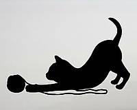 Виниловая наклейка- Кот и нитки