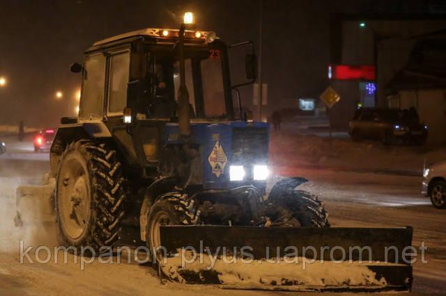 Аренда трактора с щеткой. Аренда трактора-щетки. Услуги уборки снега. Чистка снега Киев