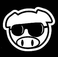 Виниловая наклейка на авто - Хрюшка в очках
