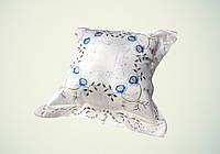 Наволочка декоративная шелковая вышивка голубая 45х45