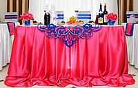 Оформление стола молодоженов с декоративными вензелями
