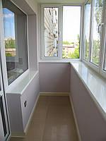 Обшивка внутри балкона плиткой или декоративным камнем.