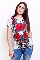Стильная женская белая футболка с яркими красными цветами