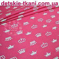Ткань хлопковая с белыми коронами на малиновом фоне (№ 720а)
