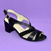 Женские босоножки кожаные черные на устойчивом каблуке