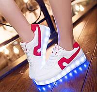 Светящиеся кроссовки. Красная полоса