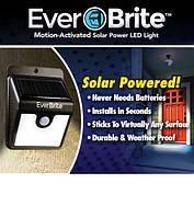 Лампа с датчиком движения на солнечной батарее Ever Brite (Евер Брайт), солнечный светильник