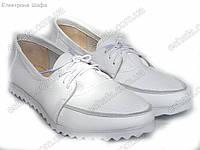 Женские кожаные мокасины на шнурках. Белые