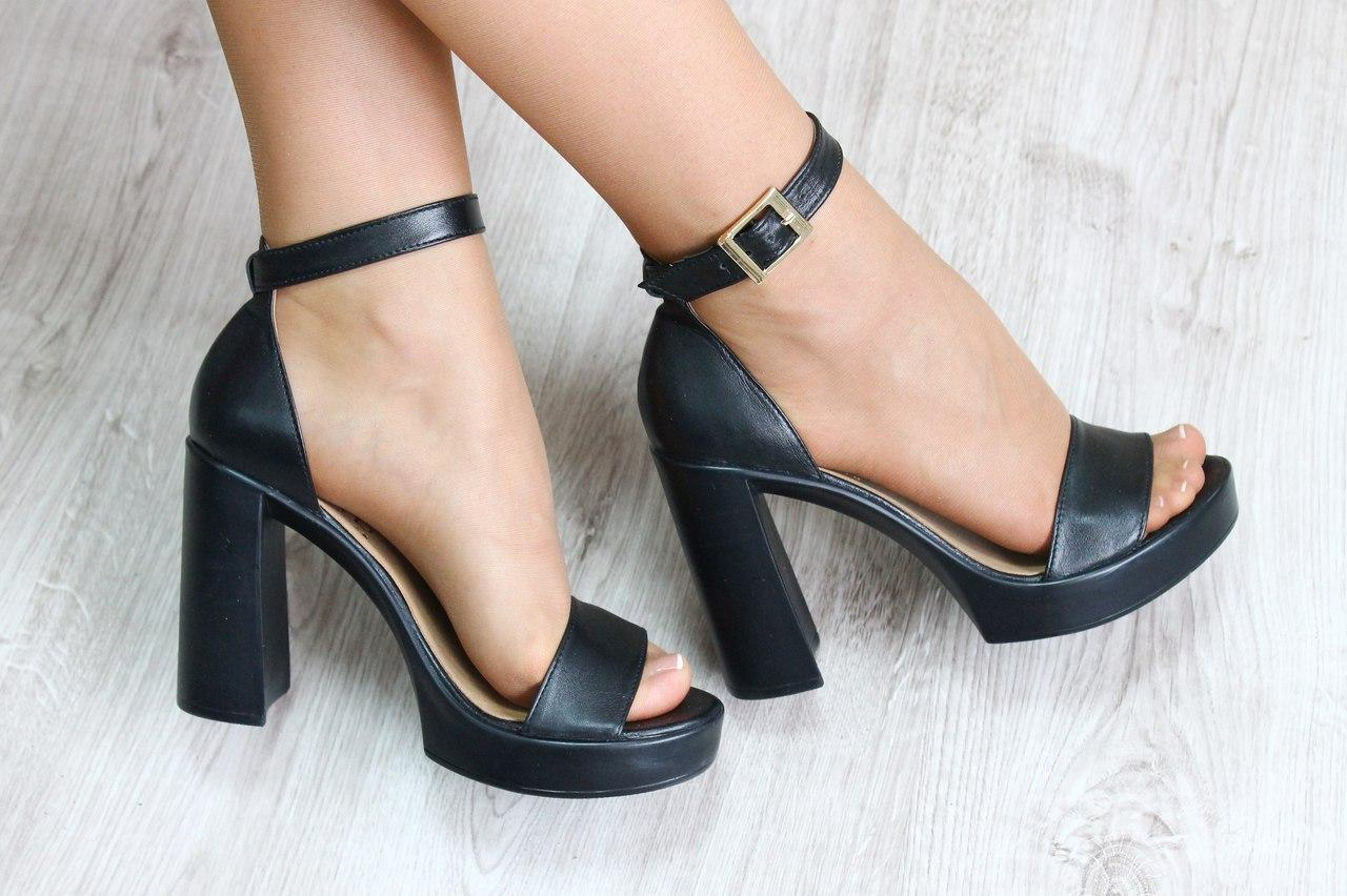 босоножки на каблуке черные фото