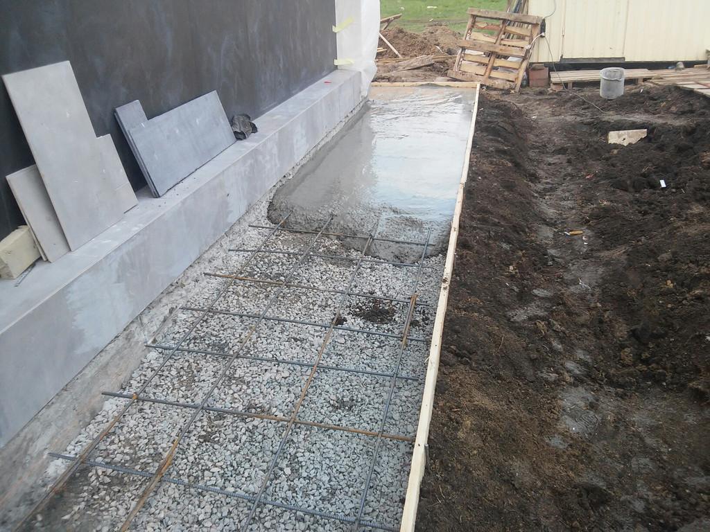 Начало приёма бетонной смеси (М200 П3).