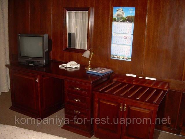 Мебель для гостиниц из массива натурального дерева