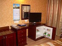 Мебель гостиничная из натурального дерева
