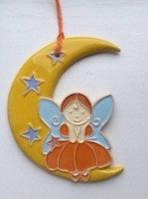 Фея на місяці з кераміки