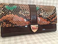 Кошелек женский лаковый темно коричневый под змею