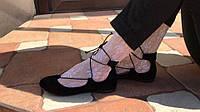 Модные замшевые балетки на шнуровке черного цвета