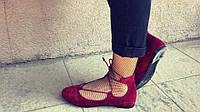 Модные замшевые балетки на шнуровке бордового цвета