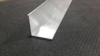 Алюминиевый уголок равносторонний.