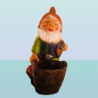 Садовая фигурка гном скульптура для сада Гном с корзиной (М)