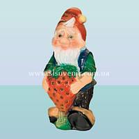 Садовая ландшафтная фигурка-скульптура для сада Гном с клубникой (М)