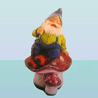 Садовая ландшафтная фигура, скульптура для сада Гном на грибе (М)