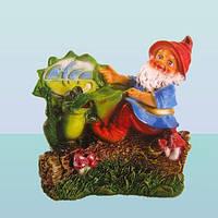 Садовая ландшафтная фигура скульптура для сада Гном на пеньке (М)