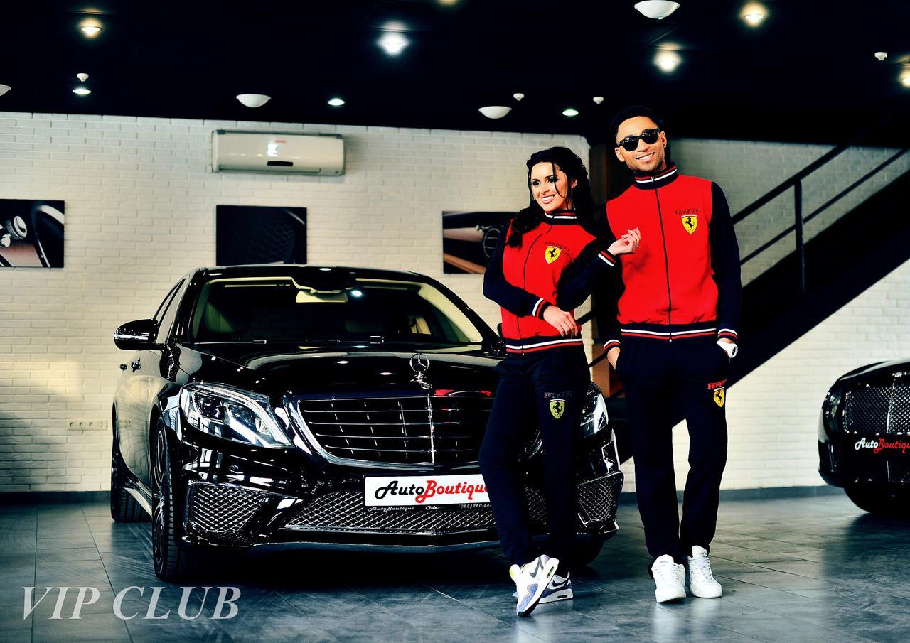 Женский спортивный костюм Ferrari с нашивками, кофта на молнии без капюшона, штаны зауженные с карманами.