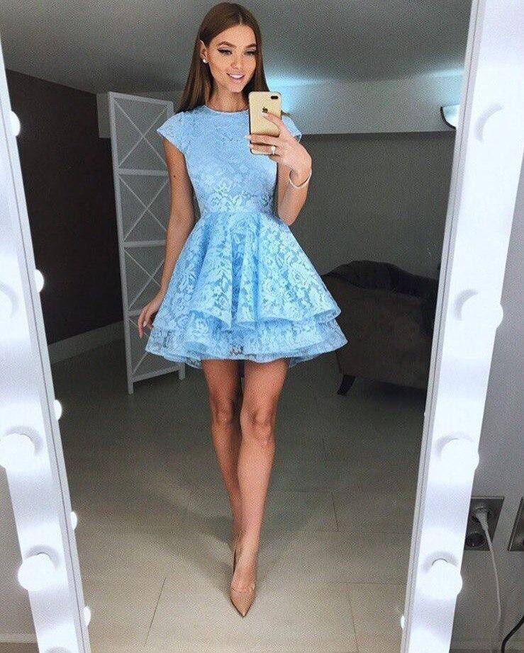 Очень красивое короткое  платье на выпускной