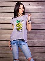 Летняя сиреневая футболка с принтом