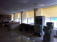 Рулонные шторы на большие окна установка в офисе