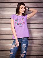 Модная футболка сиреневого цвета с принтом
