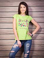 Модная футболка салатового цвета с принтом