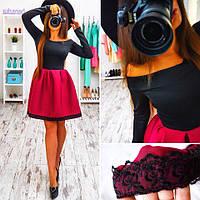 Платье с открытыми плечами и бордовой  юбкой
