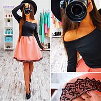 Платье с открытыми плечами и розовой  юбкой