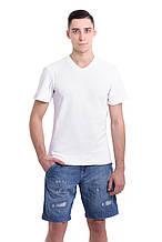 Мужская однотонная футболка классического кроя, с V-образным вырезом и небольшой надписью на груди, белая